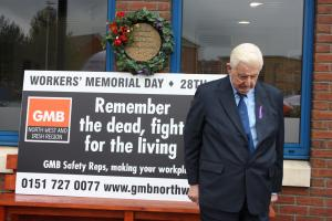 Dougie Henry leads Workers Memorial Day event at GMB Regional Office